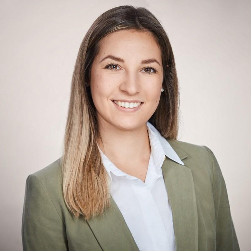 Unser Teammitglied Cynthia Gunzenheimer  LernHelden.online Social Media